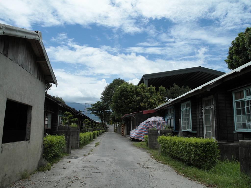 美崙溪畔日式宿舍-筆直的街道及左右兩側的日式宿舍,保存了濃濃的日式風格。拍攝:黃家榮