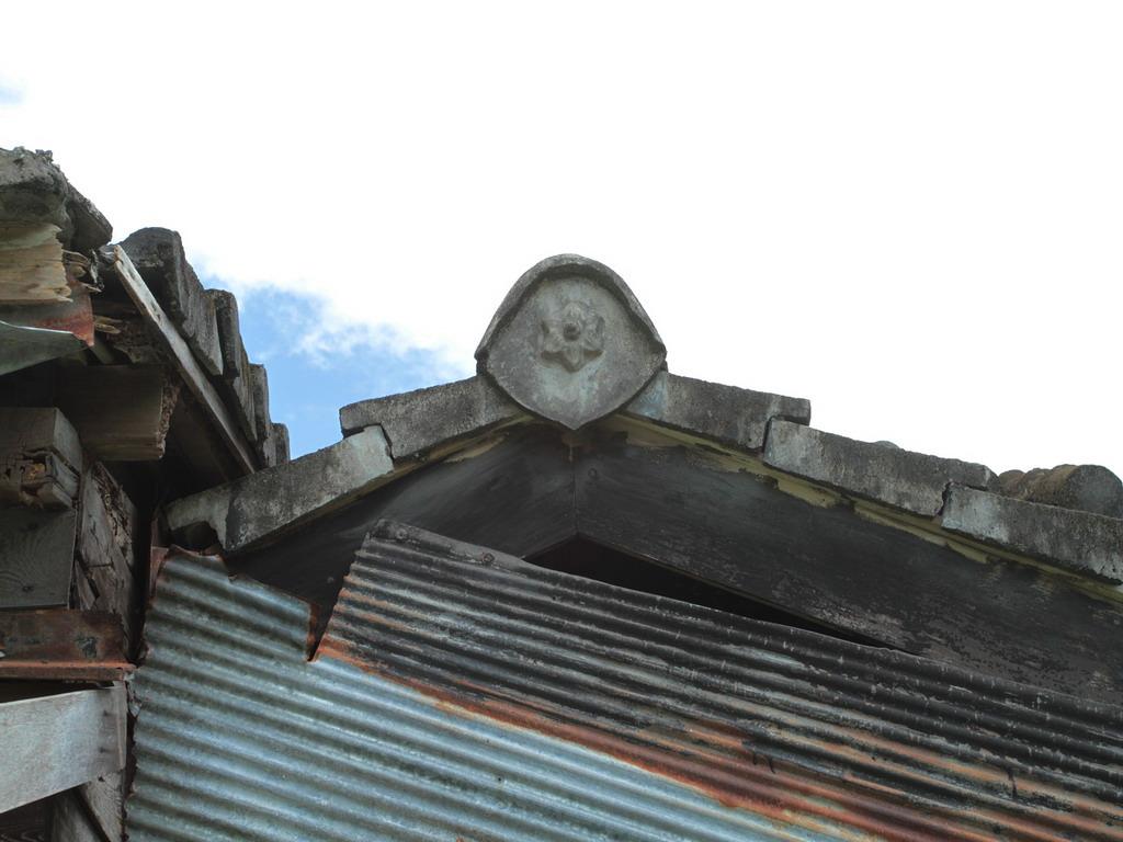美崙溪畔日式宿舍-日式房舍屋頂鬼瓦特寫。拍攝:黃家榮