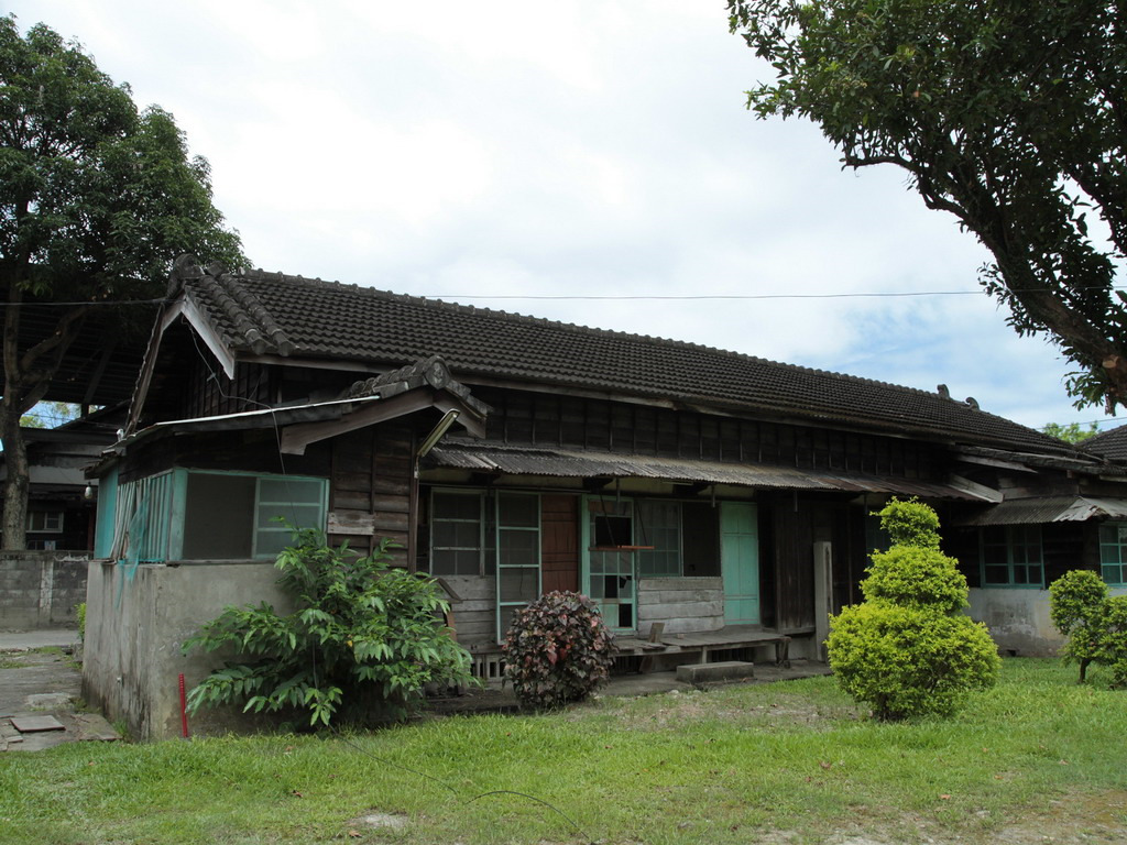 美崙溪畔日式宿舍-等待整修的日式房舍後院一景。拍攝:黃家榮
