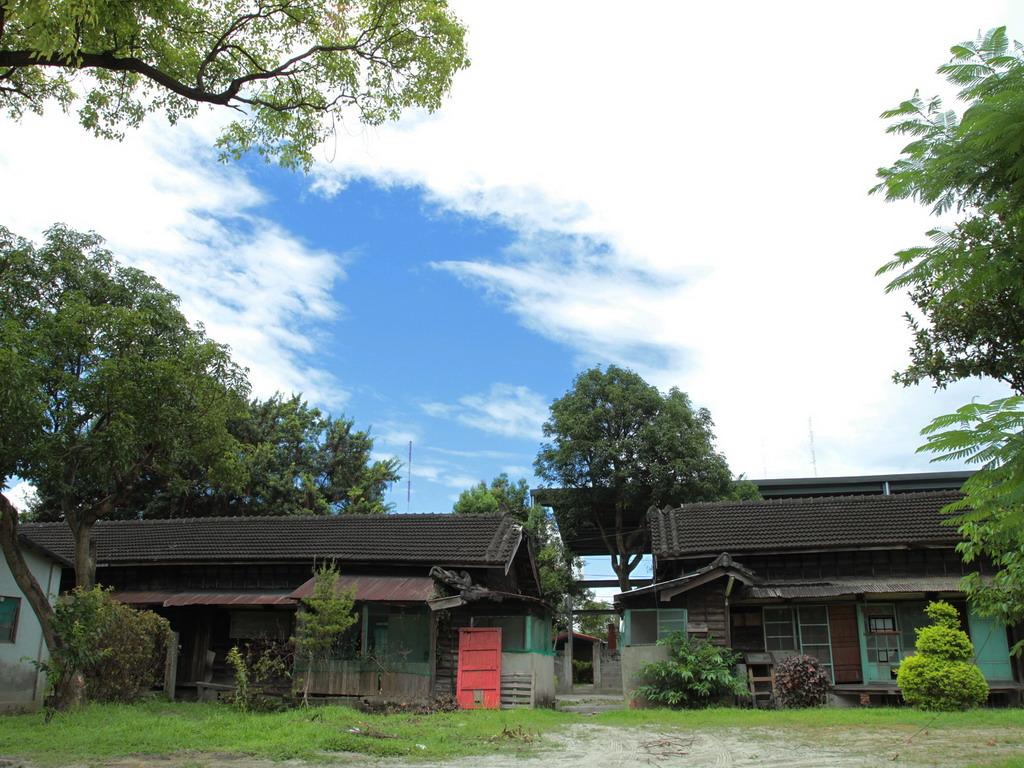 美崙溪畔日式房舍曾經是日治時代高級軍官所居住的官舍;戰後,則由軍方接管。拍攝:黃家榮