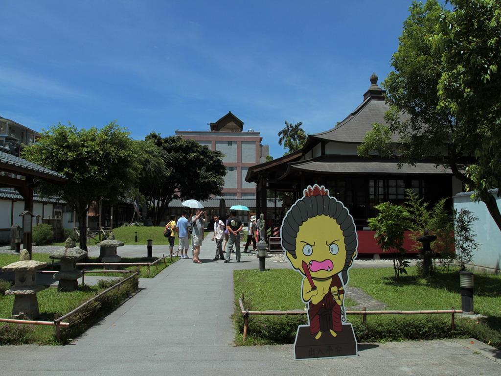 吉安慶修院神苑內一景,照片左側為手洗舍;右側建築為慶修院本堂位置所在。拍攝:黃家榮