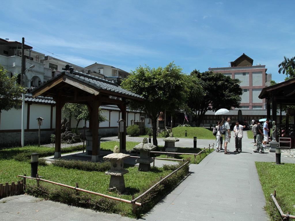 吉安慶修院參拜道及手水舍一景。拍攝:黃家榮