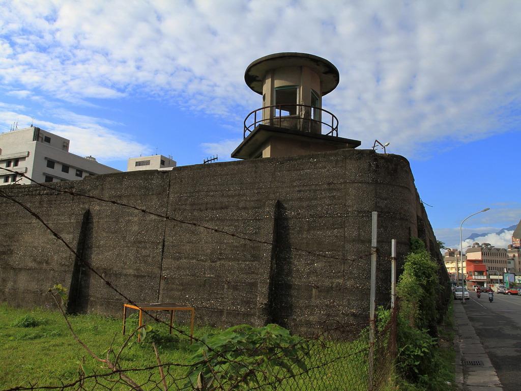 花蓮舊監獄遺蹟-靠近明智街處的圍牆及瞭望台一景  拍攝:黃家榮