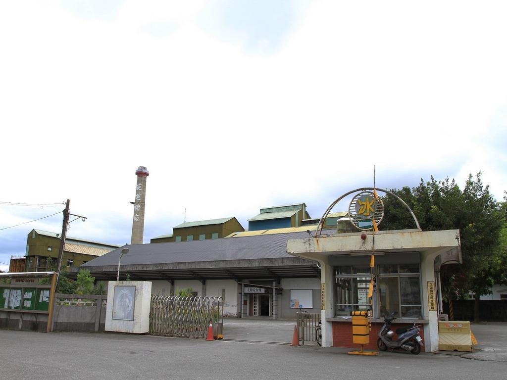 花蓮糖廠製糖工場-昔日門禁深嚴的廠區,隨著糖廠的轉型,也敞開大門,讓旅客入內參觀。拍攝:黃家榮