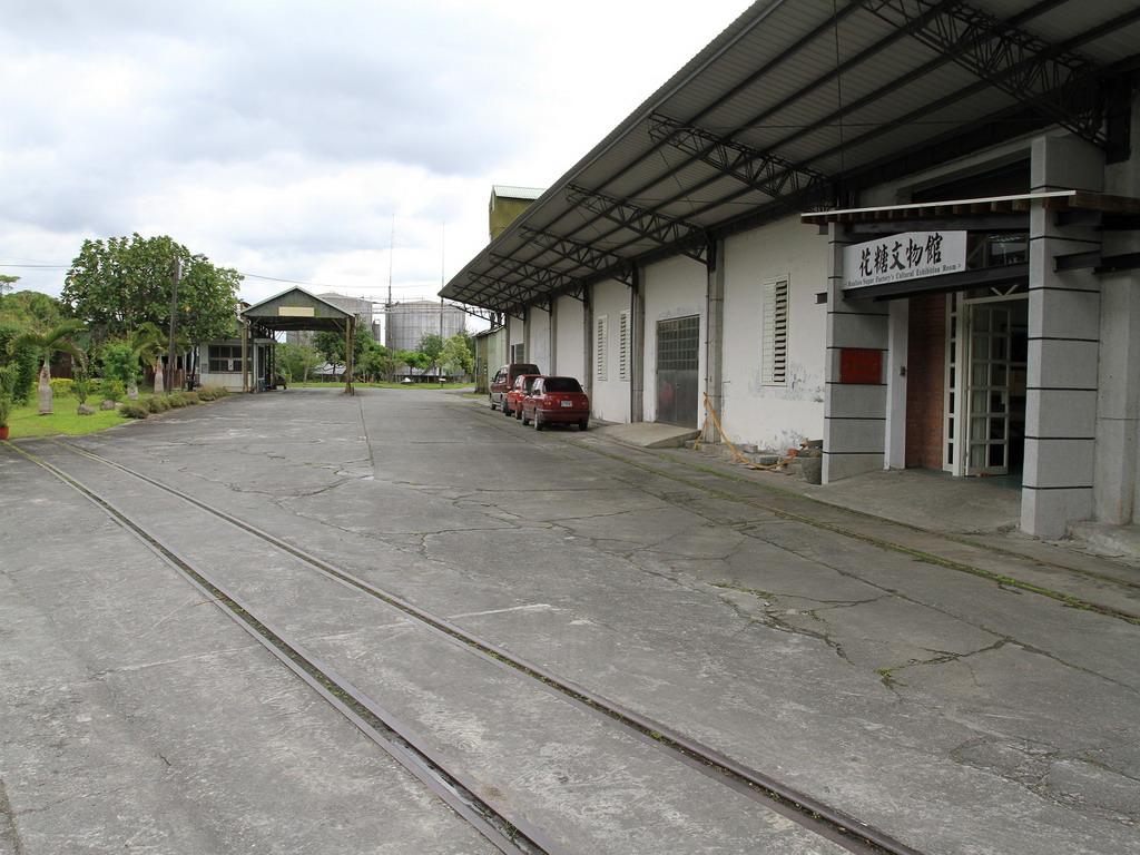 花蓮糖廠製糖工場廠房規劃一處花糖文物館,內陳列擺設許多與花蓮糖廠有關的珍貴資料及器具。拍攝:黃家榮