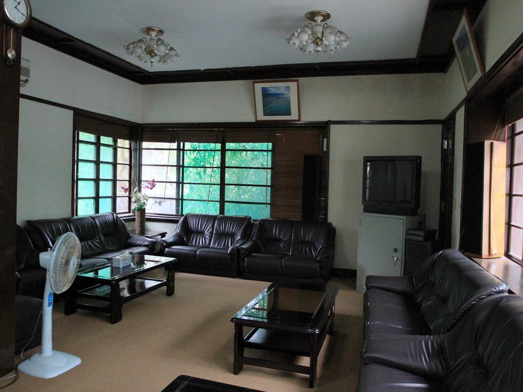 昔日招待所內的客廳,不過這過去應該是接應室或是書齋(書房)之處。拍攝:黃家榮