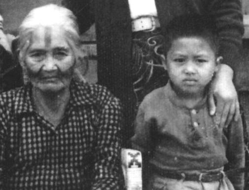 田貴實與祖母攝於1957