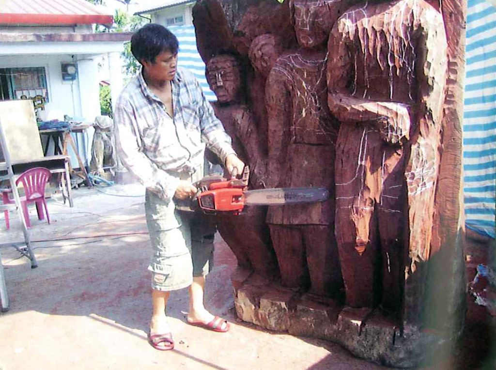 製作大型木雕