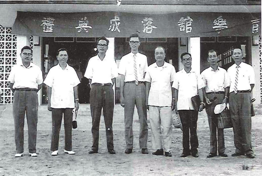 楊守全 (左四) 擔任瑞穗初中校長時期