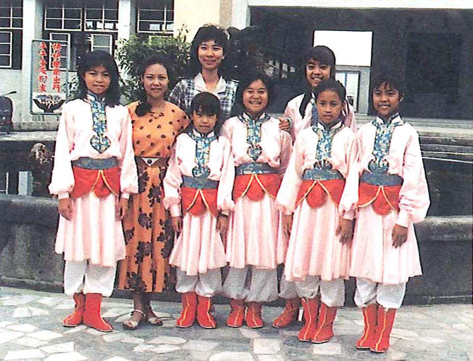 「揮鞭策馬」獲七十六學年度中華民族舞蹈比賽花蓮縣第一名