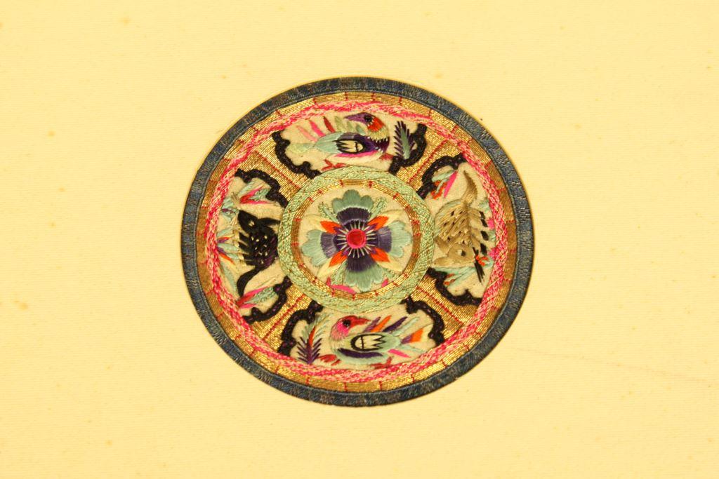 盤金彩繡茶墊