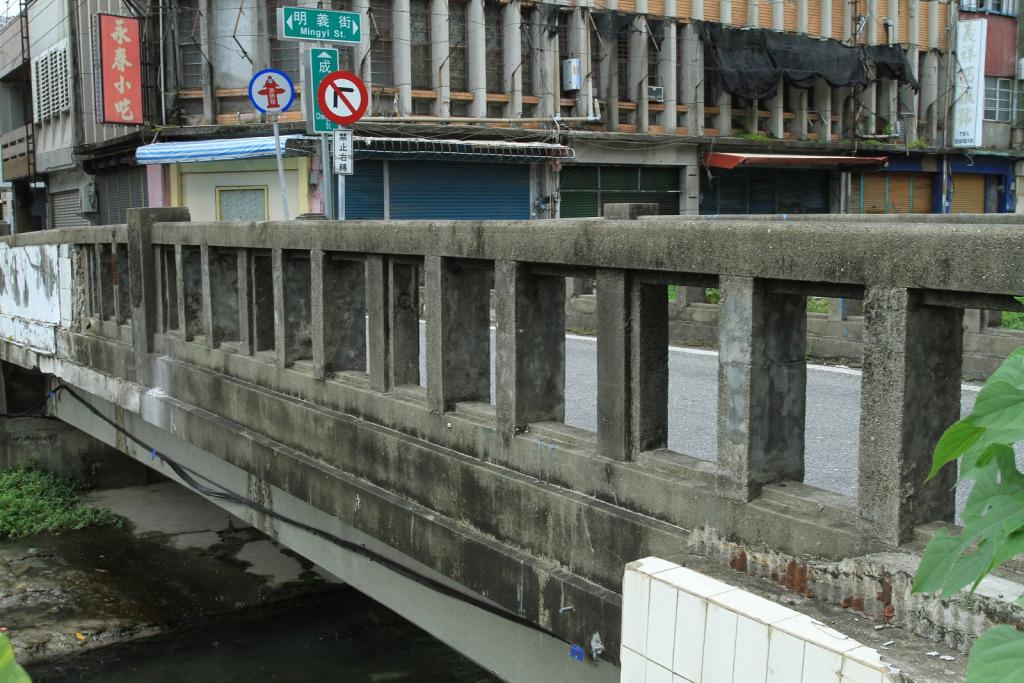 福住橋護欄則無第二福住橋護欄來得粗。     黃家榮先生 拍攝