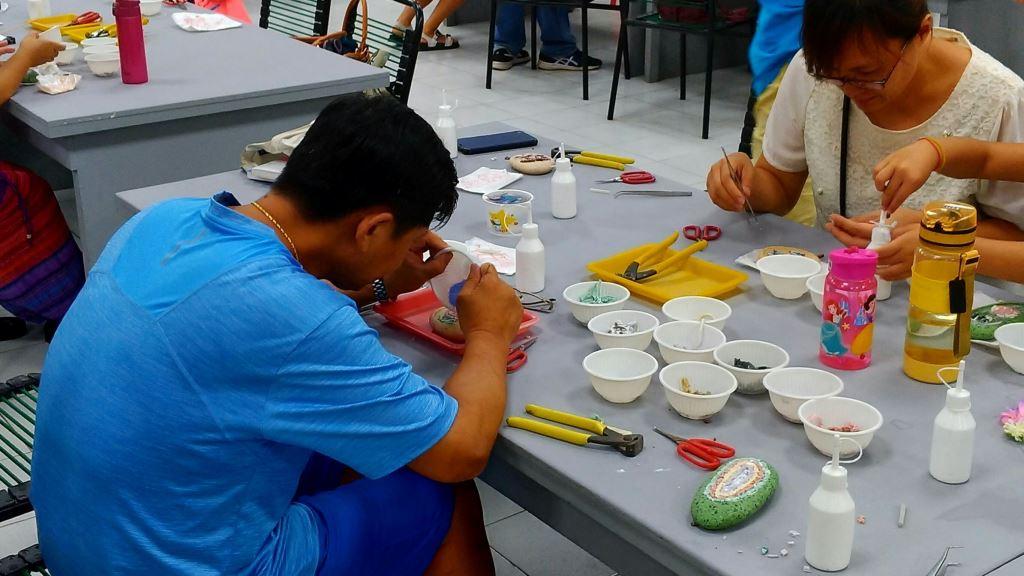 學員們體驗璞石藝術創作