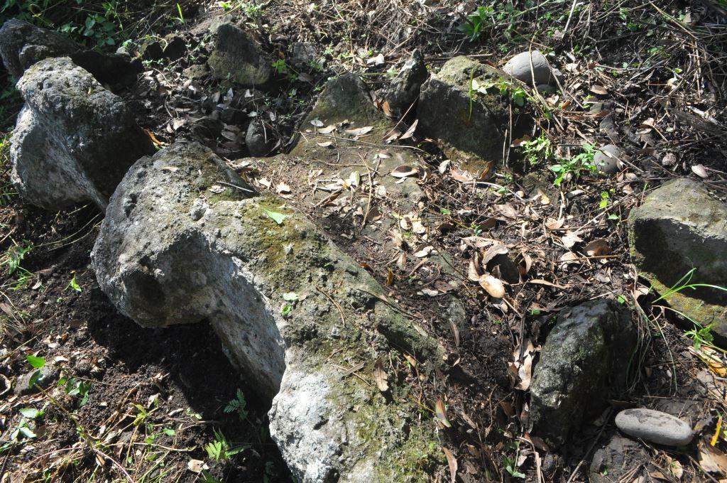 宮下II號岩棺凹槽內部特寫