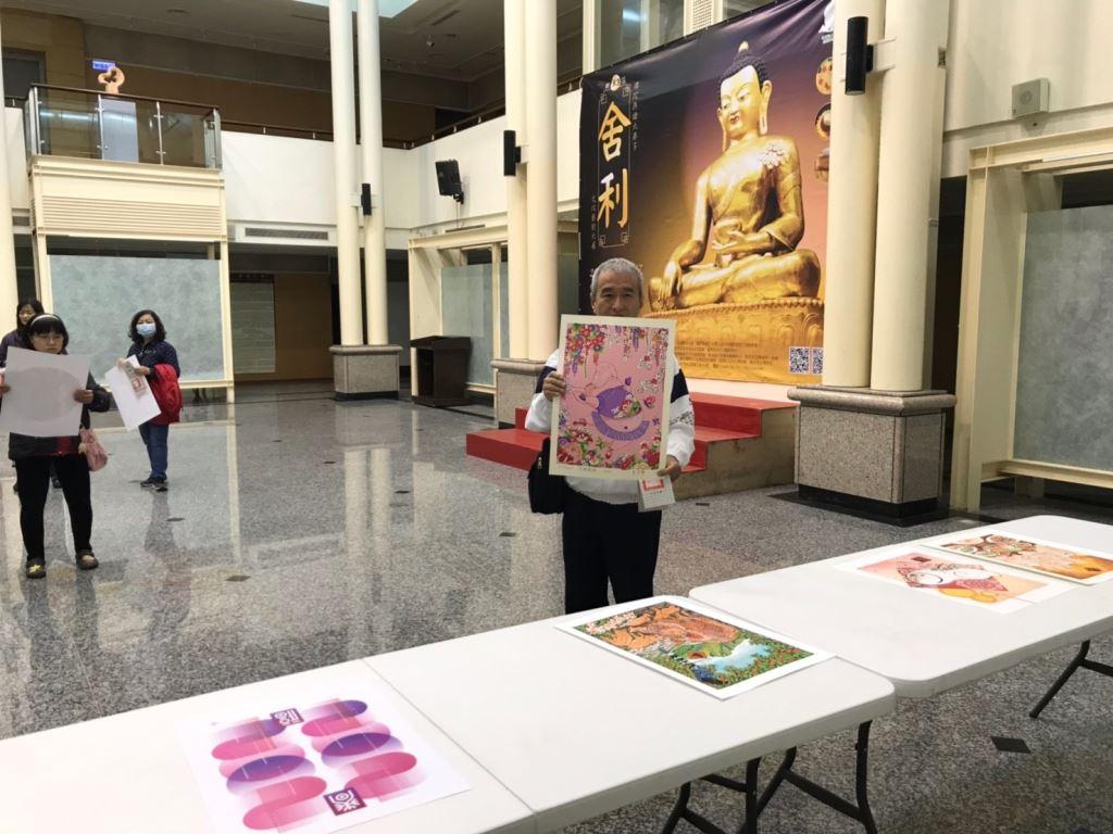 「諸事大吉-豬年年畫特展」版印年畫免費索取,數量有限,索完為止!(2)