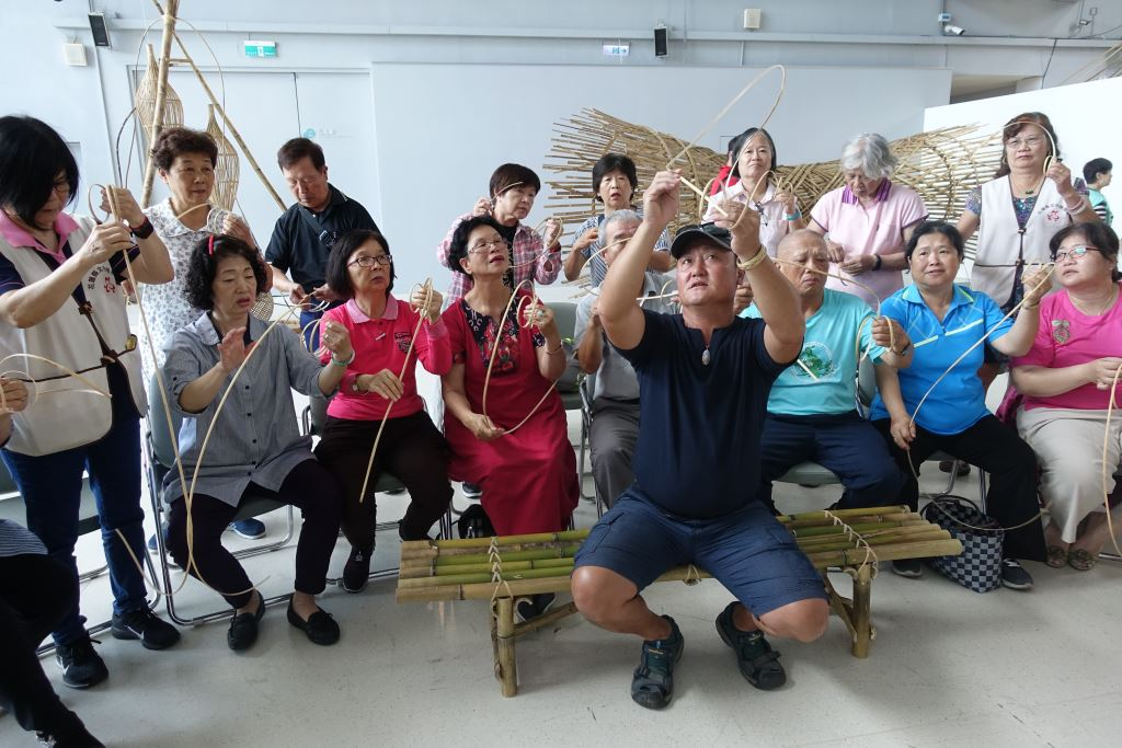 石雕博物館「竹編手環體驗課程」歡笑聲不斷