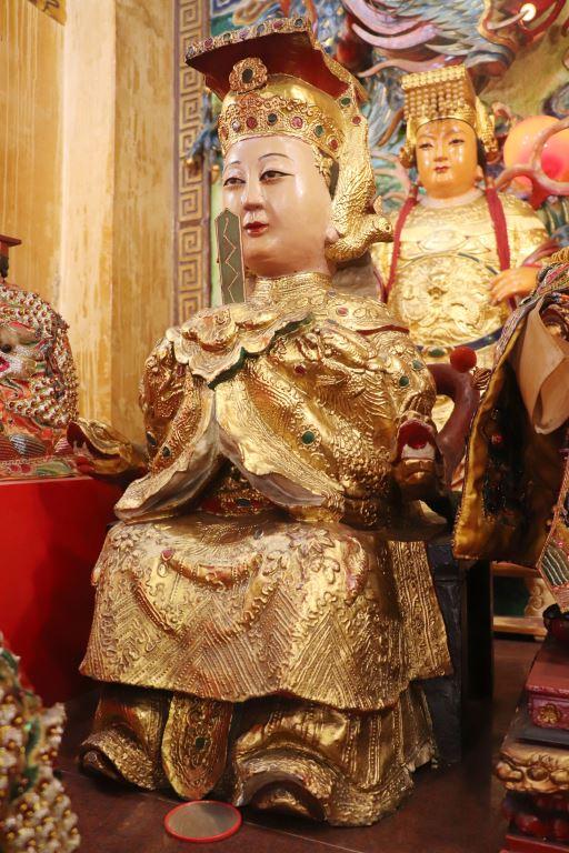 協天宮供奉極富特色的泥塑媽祖神像