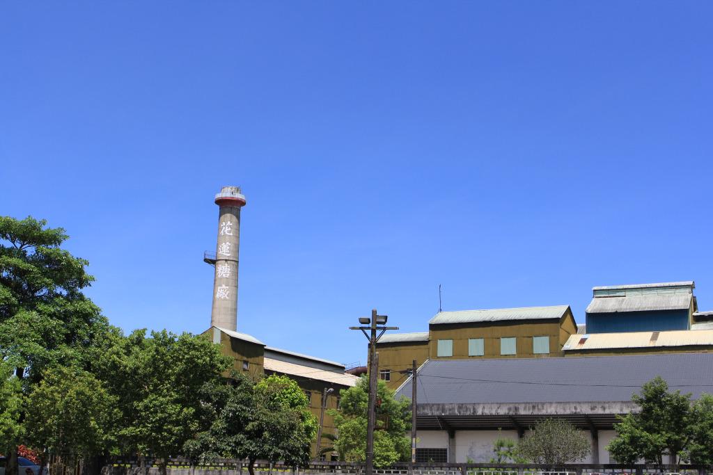 花蓮糖廠的煙囪,儼然成為光復地區的地標,也象徵著製糖產業曾有的繁榮風貌。