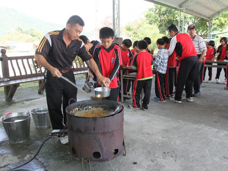 太巴塱國小校外教學-DIY煮糖